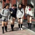 【パンチラエロ画像】風でスカートめくれたんだからパンツ見ても俺悪くないよな?ww