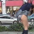 【パンチラ画像】風邪の悪戯でスカートめくれあがっちゃった女性達がパンツ丸見えww