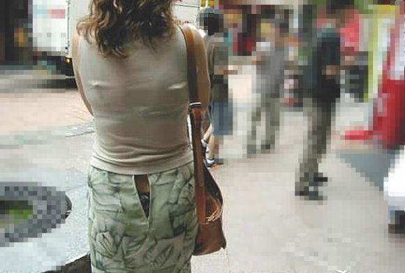 【パンチラハプニング画像】色んなハプニングが重なって永遠にパンツ見せちゃってる素人女性達w