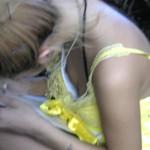 【素人ポロリ画像】街中でブラジャー遅けてても乳首見えてる女多すぎだろww