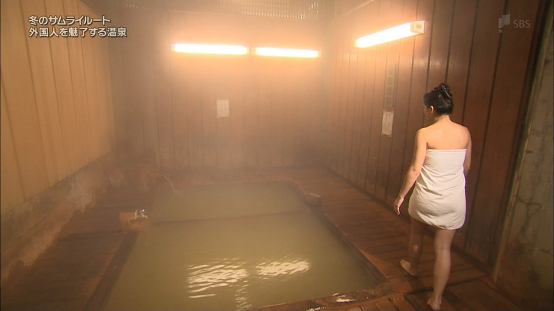 【温泉キャプ画像】温泉レポでやらしく巨乳の谷間見せつけるタレント達w