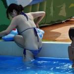 【素人ハプニング画像】水着美女がはしゃぎすぎて色んなものが水着からはみ出してるw