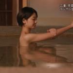 【温泉キャプ画像】温泉レポしてるタレント達のバスタオルがはだけて来て下半身が・・・w