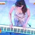 【高木里代子キャプ画像】ドレスで演奏するジャズピアニストを上からアングルで撮影しまくるとかwww