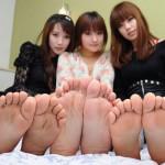 【美女の足裏画像】グラドル美女が見せつける美脚の足裏フェチ画像