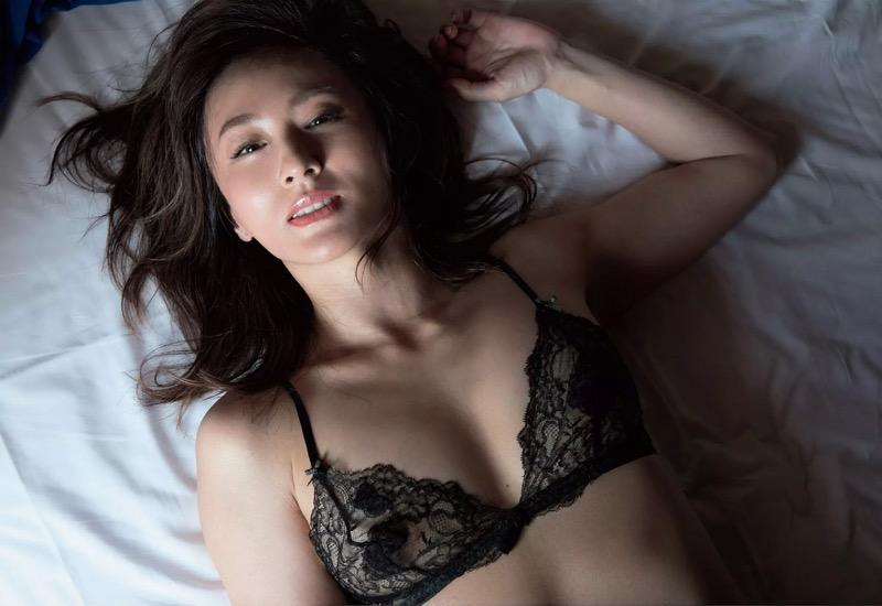【遠野舞子グラビア画像】90年代に活躍したアイドル歌手が熟女グラドルとして復活するってマジ!?