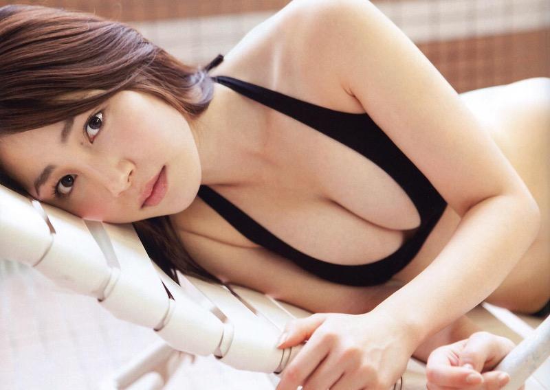 【吉川友グラビア画像】綺麗なお姉さんのエッチな谷間に埋まりたくなるグラビア水着画像