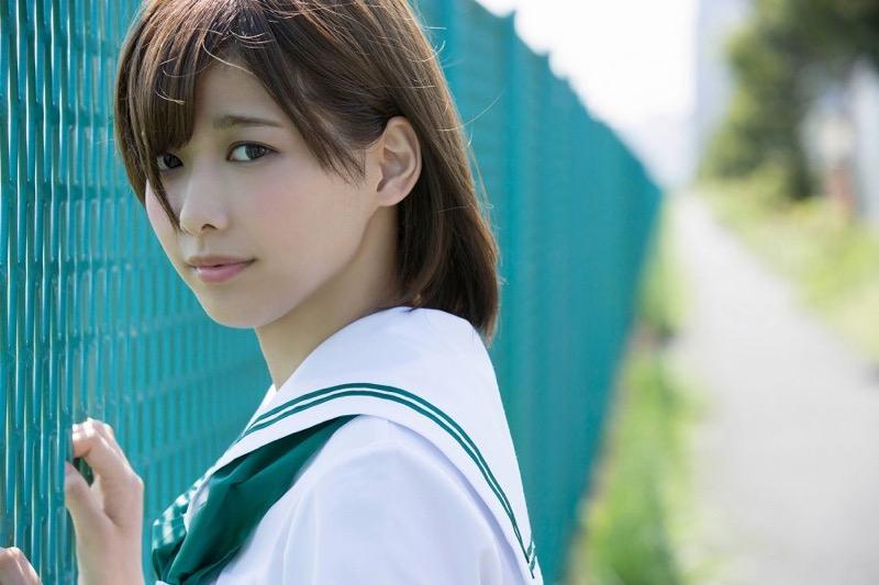 【渡邉理佐グラビア画像】可愛さと大人っぽさを合わせ持つ櫻坂46アイドルのセクシーなビキニ姿がエロい