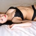 【安藤咲桜グラビア画像】プロレス好きのアイドルはベッドの上でも寝技好きかな?