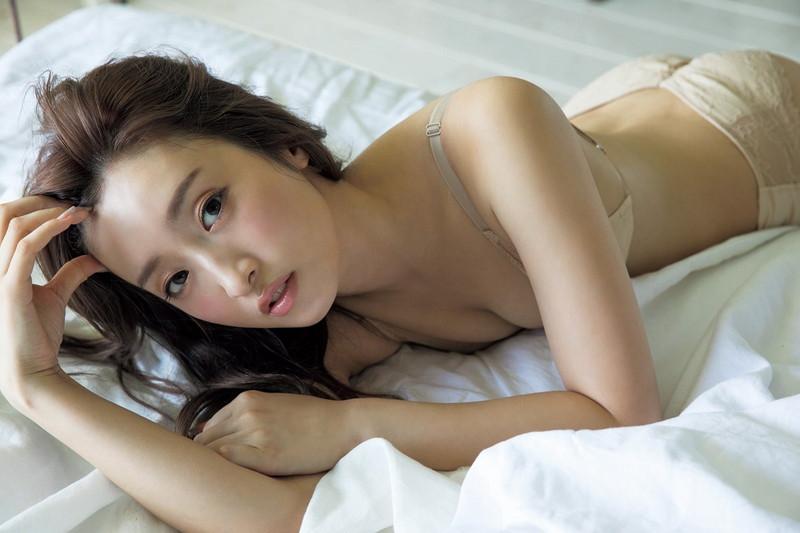 【梅田彩佳エロ画像】元AKB48アイドルが熟女になってからグラビア復帰ってマジかw