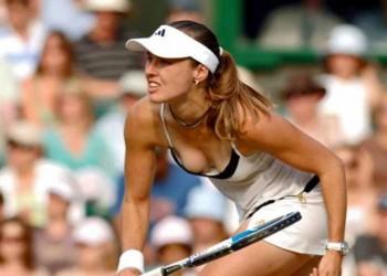 【アスリートエロ画像】女子テニスプレーヤーってオッパイ飛び出てるしアンスコ食い込みまくってるしやばくね?w