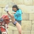 【お宝エロ画像】女優の戦ってるシーンで見えるパンツがエロすぎるwww